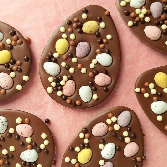 Flat milk or dark chocolate easter egg with mini eggs